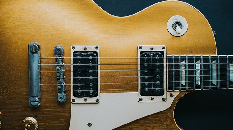 what guitar does slash play